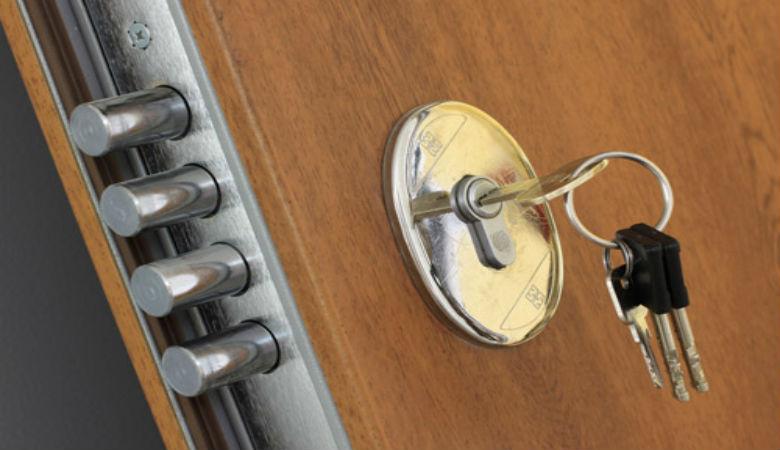 Reparar la cerradura de una puerta blindada cerrajeros - Cambiar cerradura puerta blindada ...