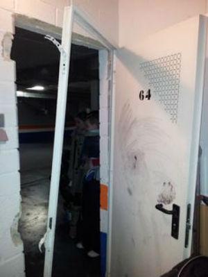 Puerta de trastero cambio de cerradura cerrajeros valencia for Puerta trastero seguridad