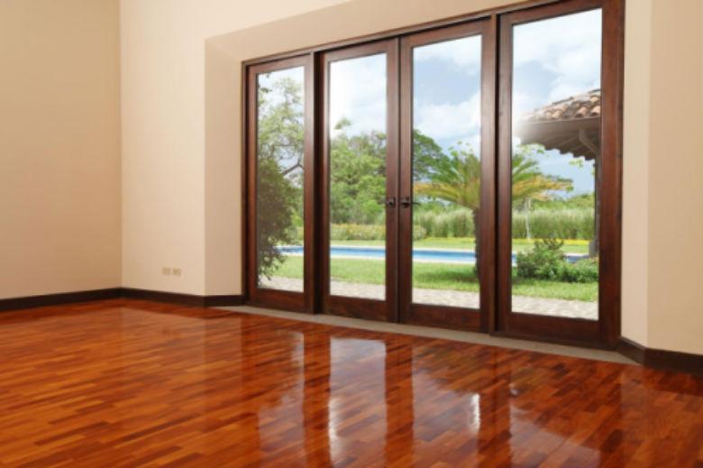 Revisar las puertas y ventanas de aluminio cerrajeros for Puertas para terrazas