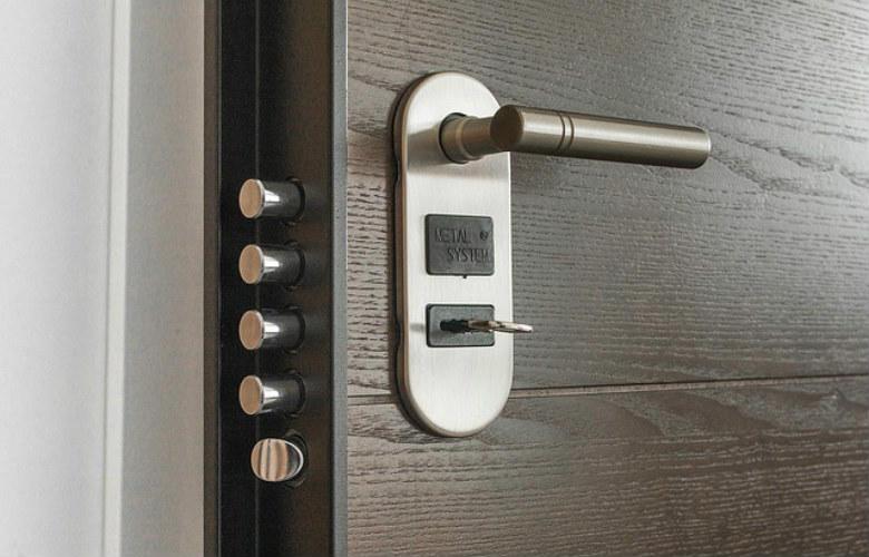 La puerta de trastero, cuanto cuesta un cerrajero