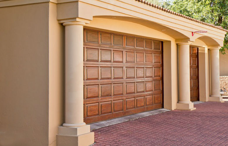 Revisi n y mantenimiento de puertas de garaje cerrajeros for Modelos de puertas de garaje
